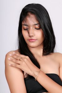 Anika Gold hand harness
